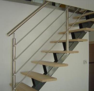 Escalier droit acier à limon central avec marche en bois - PromoPRO
